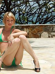 Brea Bennett Peeing in Caribbean - 1/11/2011
