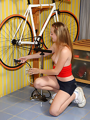 Tabitha Distorts and Teases Shaved Pussy with Bike Pump � 8/16/2011