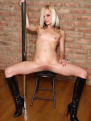 Faye Runaway Works the Stripper Pole - 12/24/2007