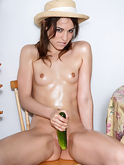 Amber Rayne Goes Anal with Fruit - 7/31/2007