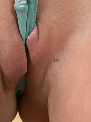 :: 18CloseUp.com ::  Hot Teen Melts Ice Cubes in her Vagina