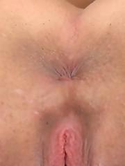 :: 18CloseUp.com :: Amanda's Vaginal Discharge During Pee