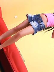 :: 18CloseUp.com ::  Sasha Rose's Flexes her Pussy Muscles