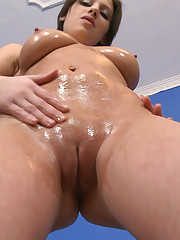 :: 18CloseUp.com :: Teen Squeezing her Pussy Muscles