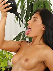 Gorgeous Lexi Dona slaking nourishment the brush golden piss