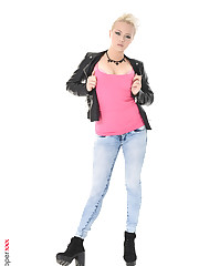 Tricia Teen hot scanty girls wallpapers