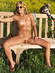 Courtney Simpson Has Amusement in a catch Sunlight - 12/15/2006