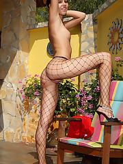 Smokin' Nikita Williams in Fishnets Fingering - 4/26/2010