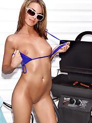 Paris Parker Cooks on the Grill - 10/10/2006