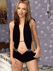Jeanie Stripping & Posing - 1/5/2007