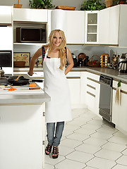 Sara Jaymes and Franziska Heat Up the Kitchen � 10/21/2011